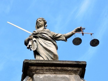 justice-626461_640
